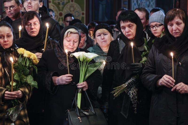 KIEV, UKRAINE - avril 3, 2015 : Cérémonie funèbre pour le soldat ukrainien Igor Branovitskiy qui a été tué en Ukraine orientale photographie stock