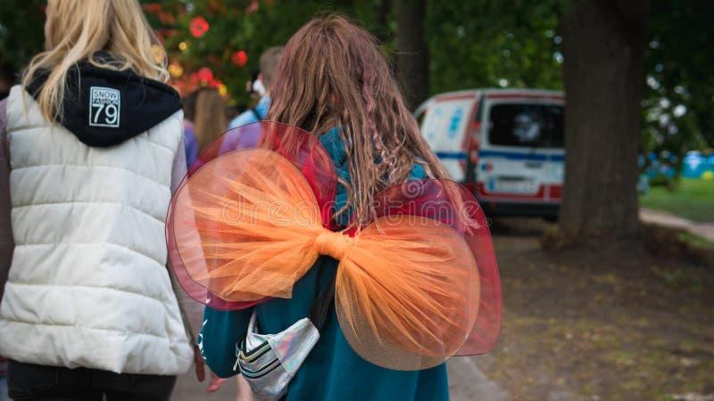 Kiev, Ukraine - 07 09 2019 : Festival de musique de week-end d'atlas dehors, premier jour Millennials sont relaxin au festival de image libre de droits