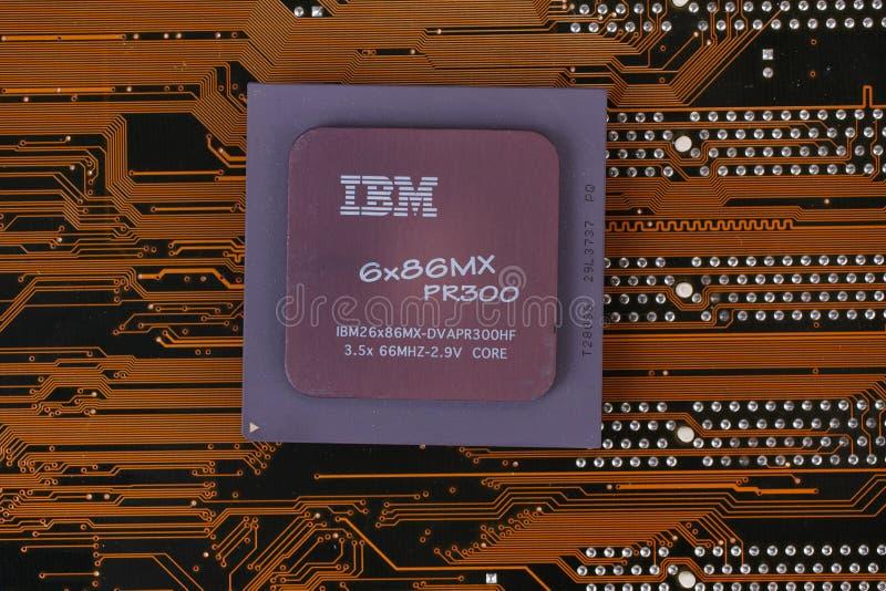 KIEV, UKRAINE - janv. 28, 2018 Processeur d'IBM 686MX PR300 photos libres de droits