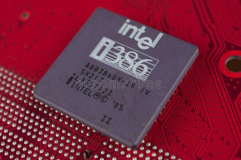 KIEV, UKRAINE - 28 juillet 2018 Processeur d'Intel 386 sur la carte photographie stock