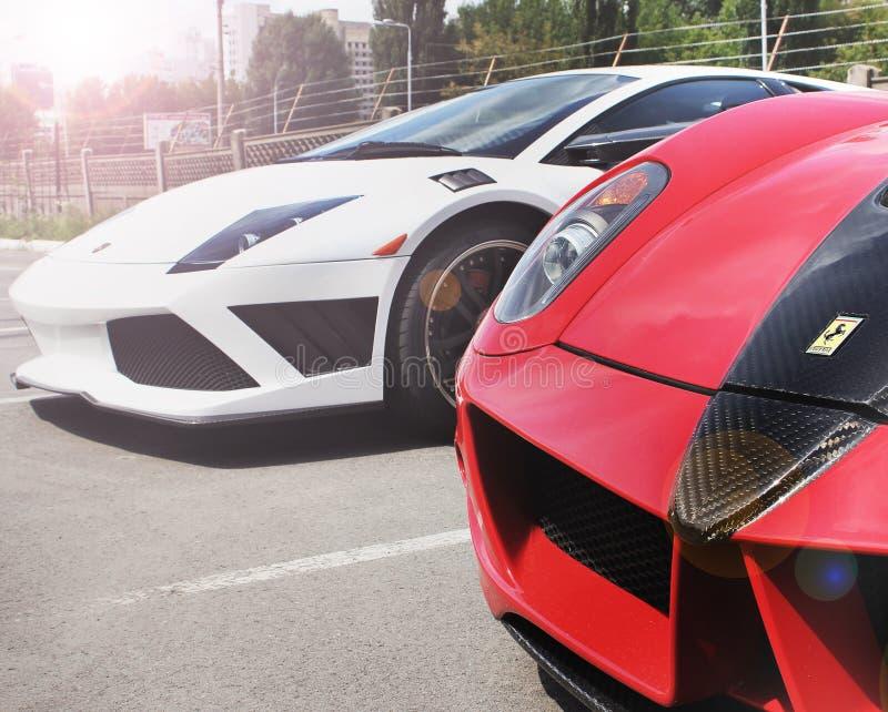 Kiev, Ukraine ; Le 11 avril 2016 Ferrari 599 GTB Fiorano Stallone Mansory et Lamborghini Murcielago photo stock