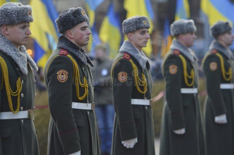 KIEV, UKRAINE - 28 novembre 2015 : Le président de l'Ukraine Petro Poroshenko et son épouse a commémoré les victimes du famine-gé photographie stock