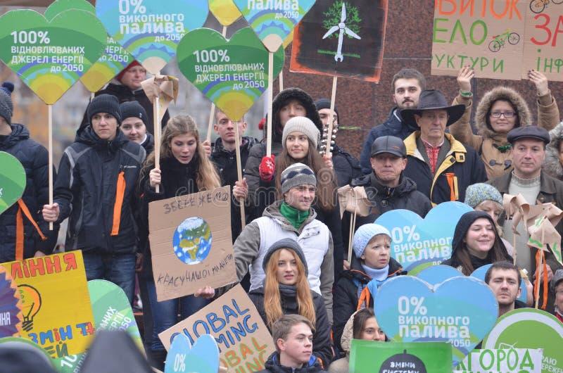 KIEV, UKRAINE - 29 novembre 2015 : Les Ukrainiens prennent une partie dans le climat global ukrainien mars photos libres de droits