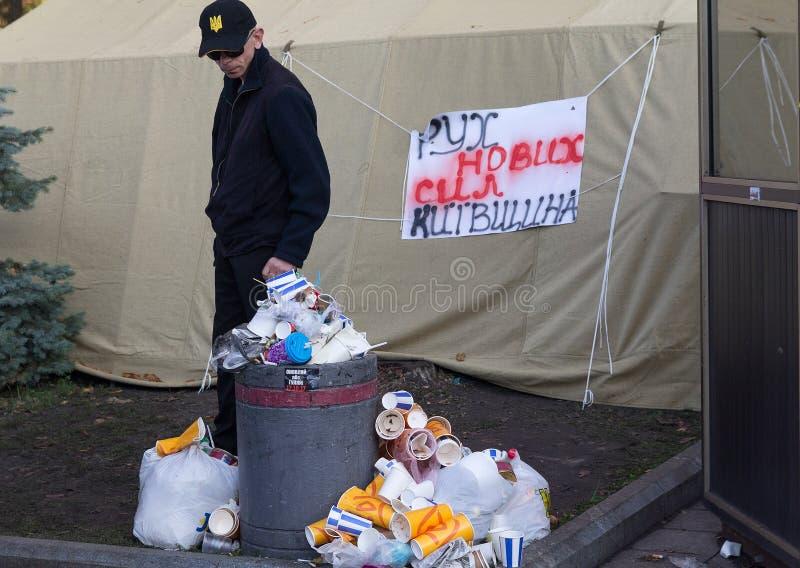Kiev, Ukraine - 18 octobre 2018 : Les défenseurs du parti politique du ` s de Mikhail Saakashvili dans une tente campent photo stock