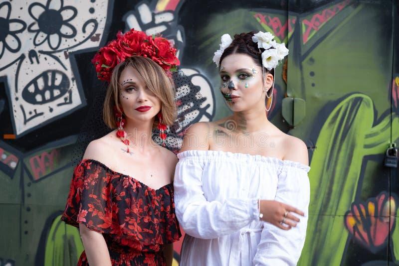 Kiev, Ukraine, Santa Muerte Carnival, 20 07 2019 Dia de Los Muertos, jour des morts Veille de la toussaint deux femmes avec effra photographie stock libre de droits