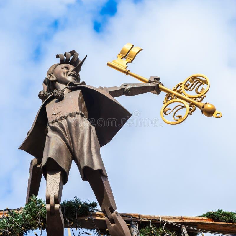 KIEV, UKRAINE - 23 SEPTEMBRE 2016 : sculpture de Buratino sur le théâtre de marionnette photo libre de droits