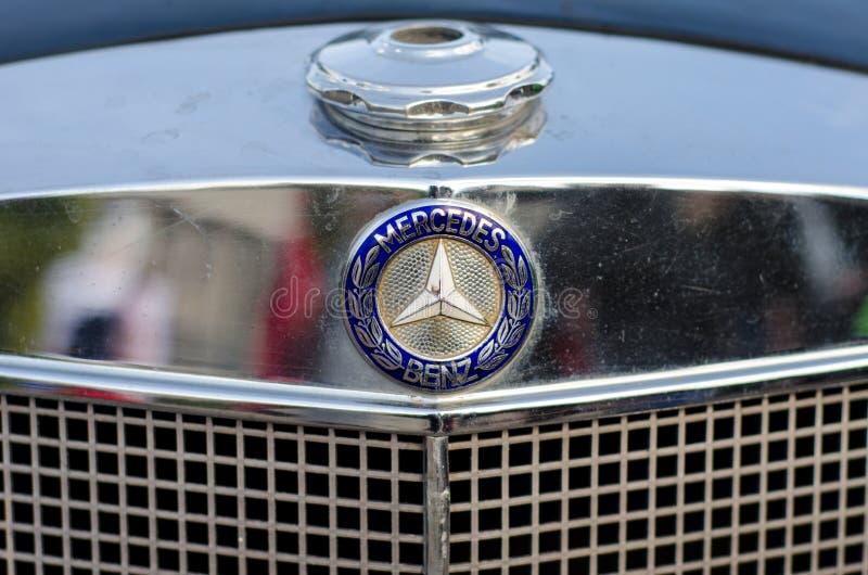 Kiev, Ukraine - 30 septembre 2018 : Vieux logo de Mercedes Benz photographie stock