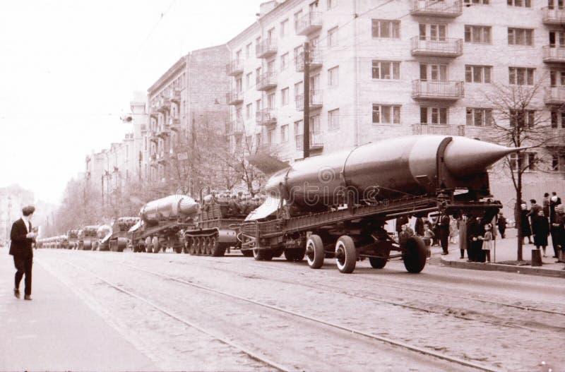 Kiew Maifeiertagsdie militärparaderaketen im Mai 1964 stockfotos