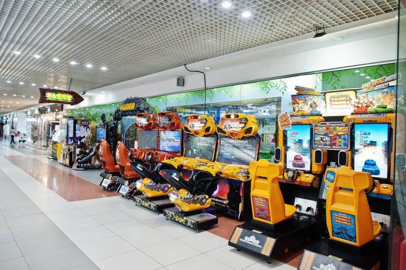 Kiew, Ukraine - 16. Januar 2018: Arcade-Spiel-Kinderspielautomaten in der Geschäftsmitte lizenzfreies stockfoto