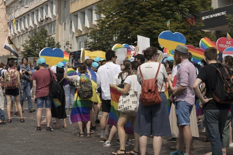 Kiew/Ukraine - 23. Juni 2019: Das jährliche Pride Parade LGBT Homosexuelles Pride Parade mit Regenbogenfarben und -flaggen lizenzfreies stockfoto