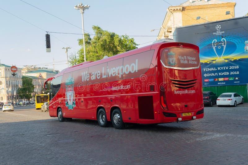 Kiew, Ukraine - 24. Mai 2018: Transportieren Sie FC Liverpool auf der Stadtstraße am Vorabend des Schlusses der Meister-Liga lizenzfreie stockfotografie
