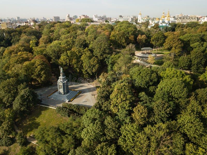 Kiew, Ukraine - 18. September 2018: Vogelperspektive zum Heiligen Vladimir Monument in Kiew, Ukraine stockfoto