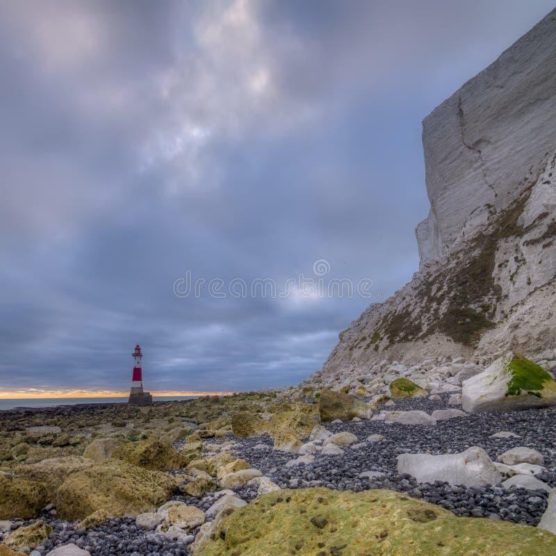 Kiezelachtig Hoofdlicht van een laag standpunt - een gestikt panoramabeeld met HDR-verwerking - East Sussex, het UK stock foto's