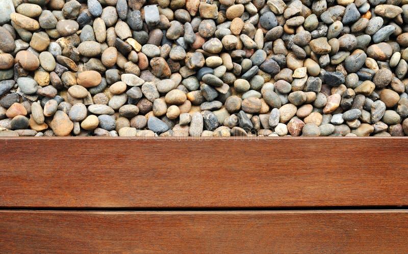 Kiezelsteen en hout