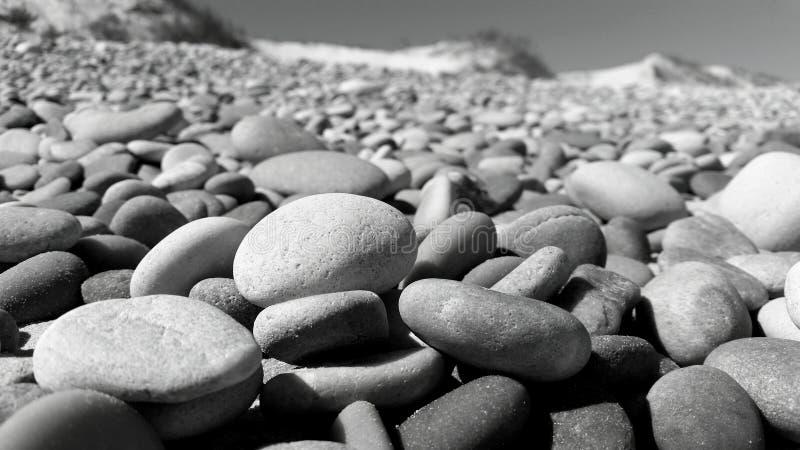 Kiezelstenen bij het strand stock afbeeldingen