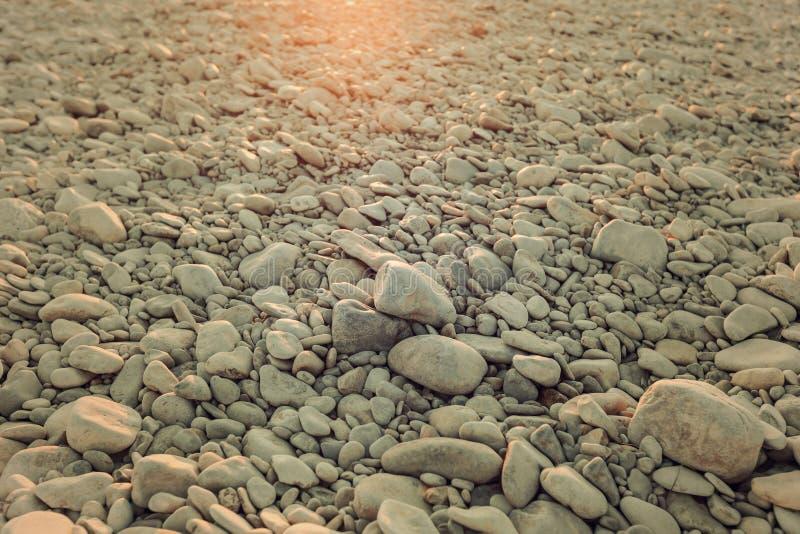 Kiezelstenen in de zon stock fotografie
