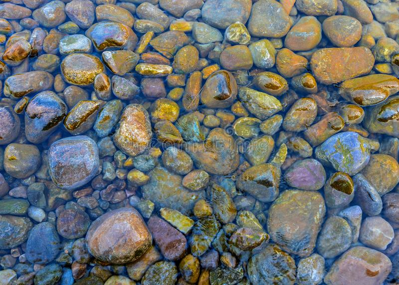Kiezelstenen in Water royalty-vrije stock foto's