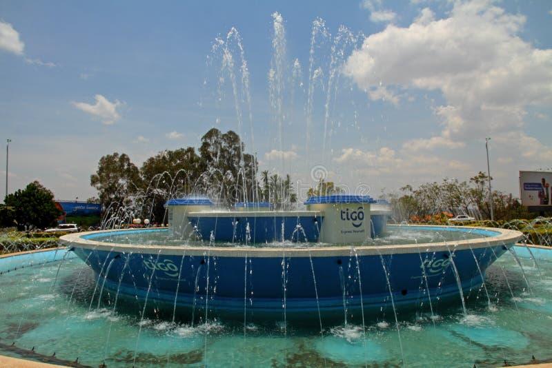 Kigali i stadens centrum rondellspringbrunn royaltyfri bild