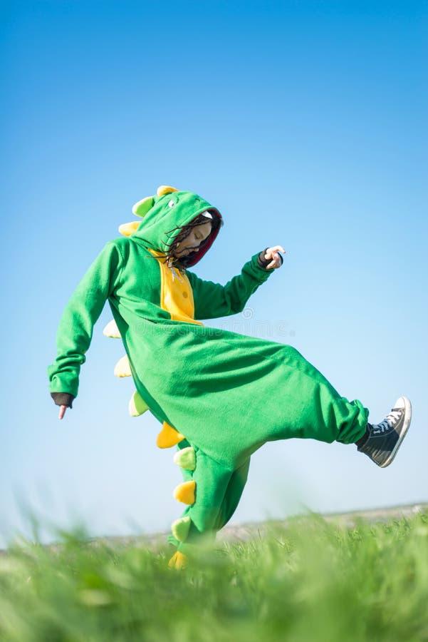 Kigurumi do dragão da menina fotos de stock royalty free