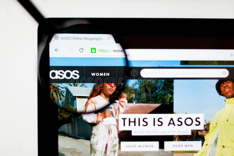 Kij?w Ukraina, Kwiecie?, - 6, 2019: ASOS strony internetowej homepage Ja jest brytyjskim moda handlu elektronicznego sklepem obraz stock