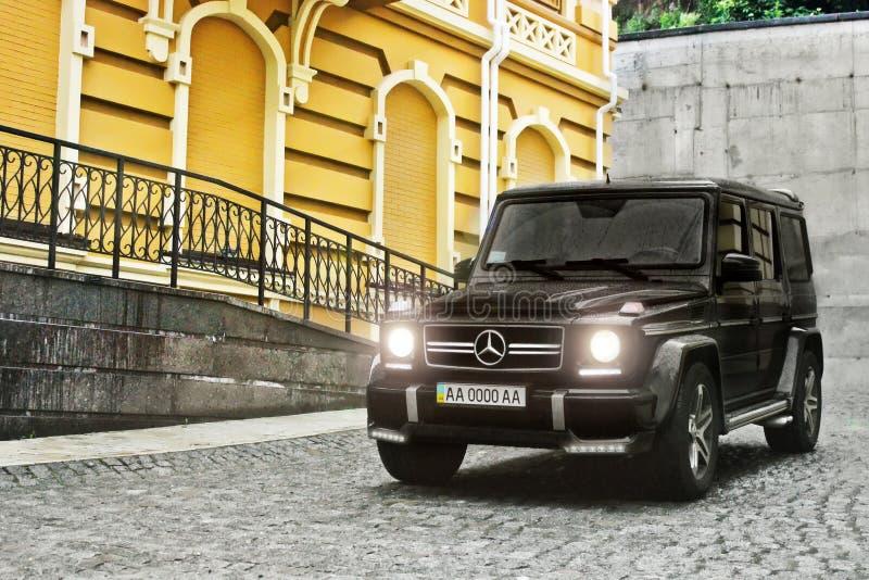Kijów, Ukraina -; Kwiecień 21, 2015 Redakcyjna fotografia Mercedes-Benz G63 AMG w starym miasteczku obraz royalty free