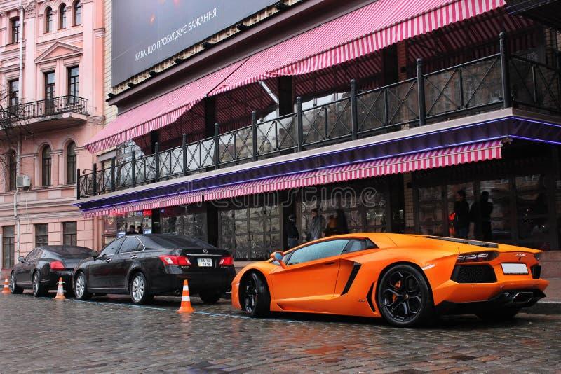 Kijów, Ukraina; Lipiec 4, 2013; Lamborghini Aventador na ulicach zdjęcia royalty free