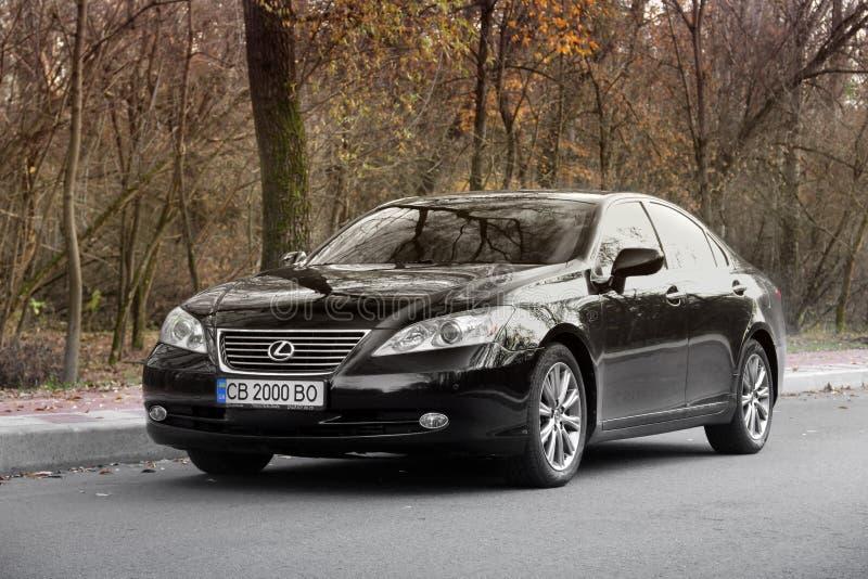 Kijów Ukraina, Listopad, - 5, 2018: Czarny Lexus ES samochód na drodze zdjęcie stock
