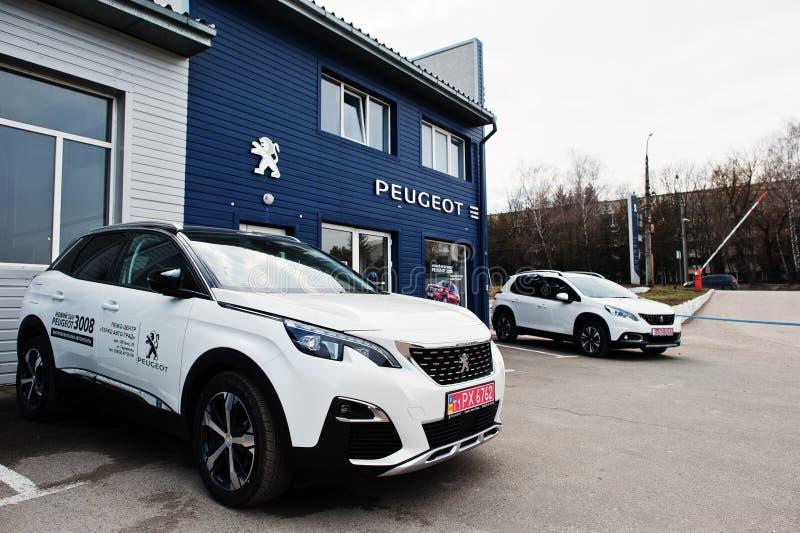 Kijów Ukraina, Marzec, - 22, 2017: Nowy Peugeot 3008 przy samochodowym dealersh zdjęcia royalty free