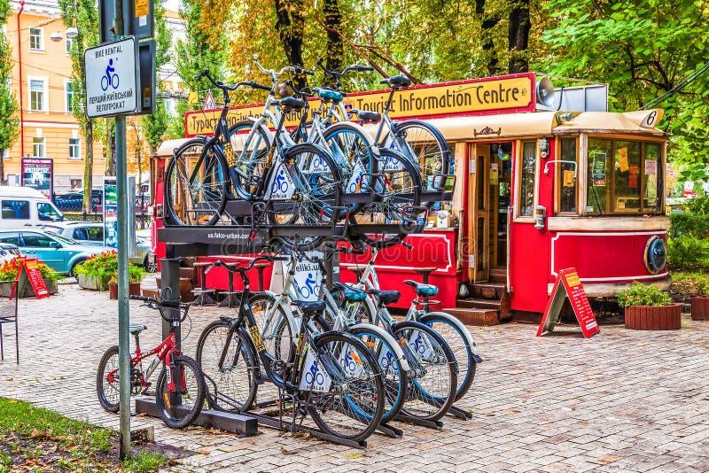 Kijów Ukraina, Wrzesień, - 12, 2013: Pierwszy Kijowski roweru wynajem w centrum miasta obraz royalty free