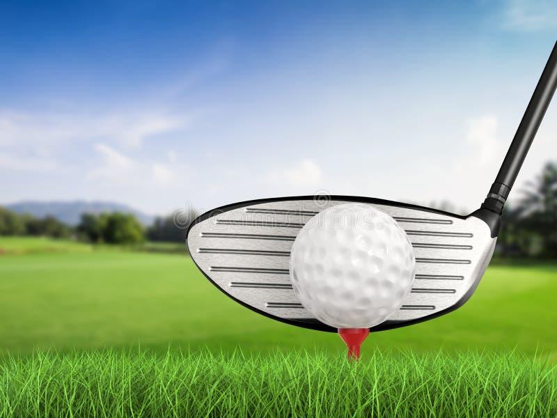 Kij golfowy z piłką golfową na trójnika bocznym widoku zdjęcie stock