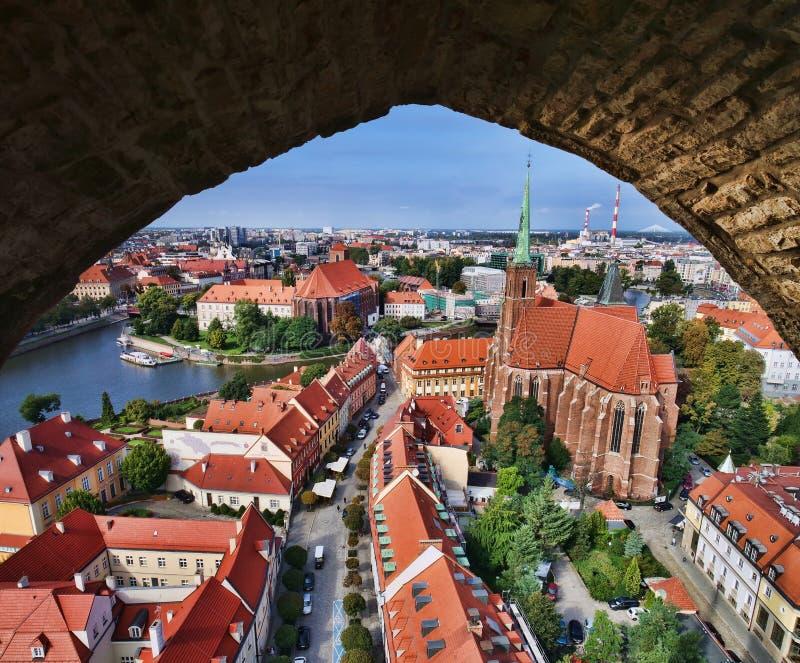 kijk op de stad Wroclaw , Polen is afkomstig uit de toren van de kerk van Elizabeth stock afbeelding