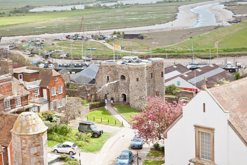 Kijkend over de daken van historictown van Rogge in Oost-Sussex, Engeland stock fotografie
