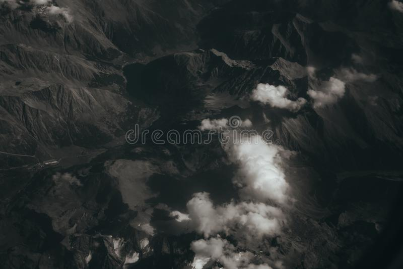 Kijkend uit een vliegtuigvenster, concept voor photoshop stock afbeeldingen