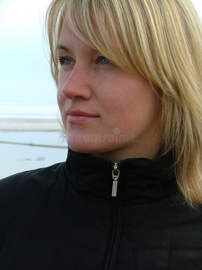 Kijkend Vrouw stock afbeelding