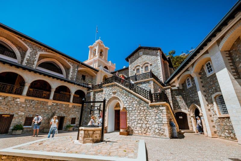 Kikkos修道院,塞浦路斯,2016年5月10日 老Kikkos修道院,著名在山的塞浦路斯 库存照片