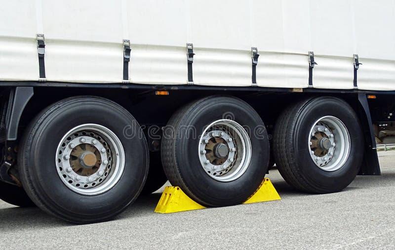 Kilar på hjulet arkivbild