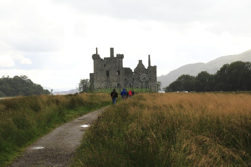 Kilchurn Roszuje przy Loch respektem w średniogórzach Szkocja, kasztel ruina, zdjęcia royalty free