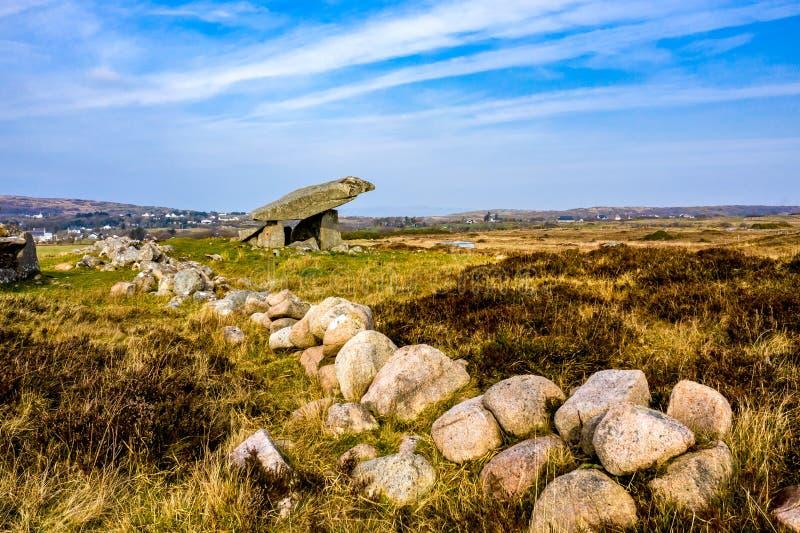 Kilclooney dolmen jest neolityczny pomnikowy datowa? z powrotem 4000, 3000 mi?dzy Ardara i Portnoo w okr?gu administracyjnym Done fotografia stock