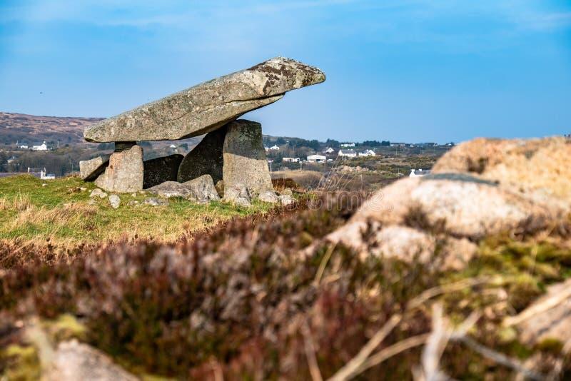 Kilclooney dolmen jest neolityczny pomnikowy datowa? z powrotem 4000, 3000 mi?dzy Ardara i Portnoo w okr?gu administracyjnym Done fotografia royalty free