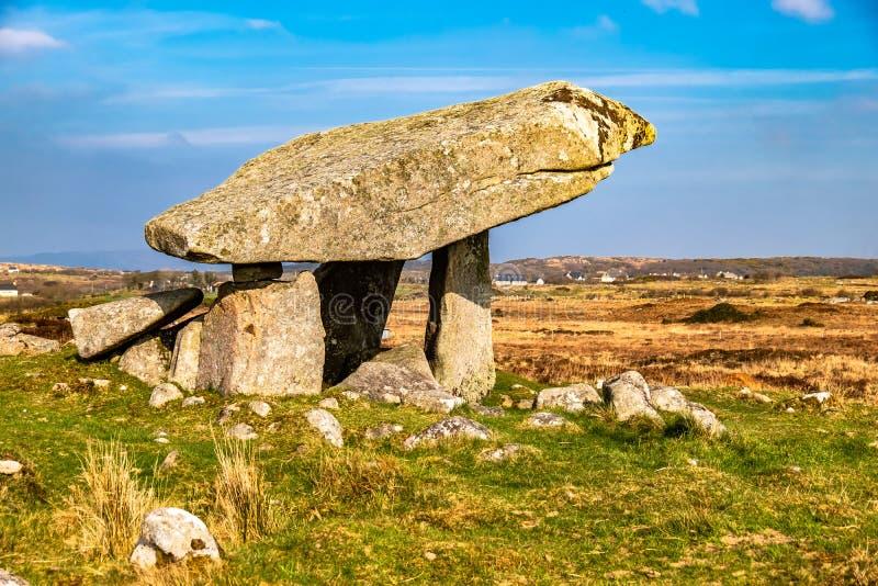 Kilclooney dolmen jest neolityczny pomnikowy datowa? z powrotem 4000, 3000 mi?dzy Ardara i Portnoo w okr?gu administracyjnym Done zdjęcie royalty free