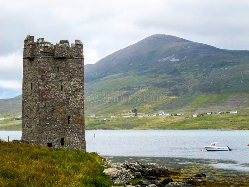 Kildavnet slott, hus för torn för århundrade för th 15 irländskt rektangulärt royaltyfria foton