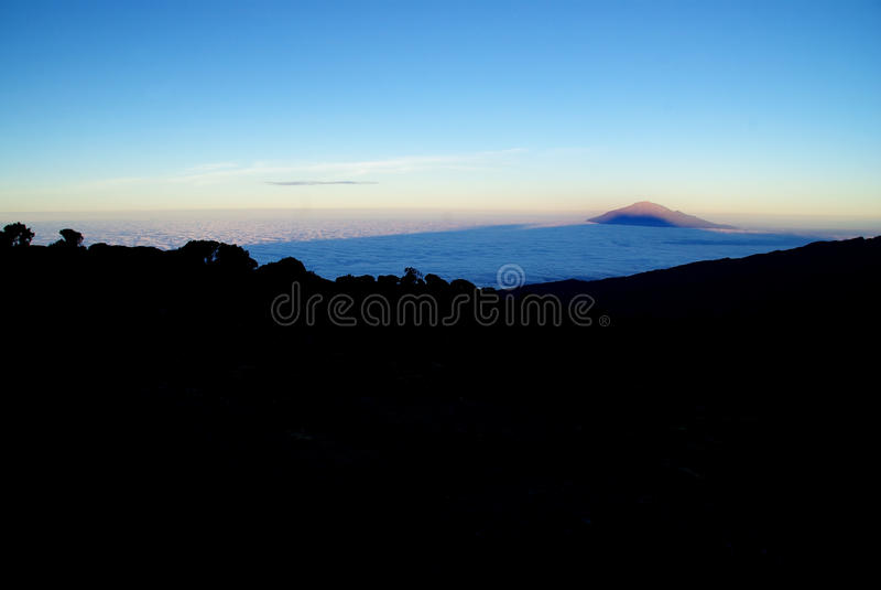 Kilimanjaro: langs de Machame-route stock fotografie