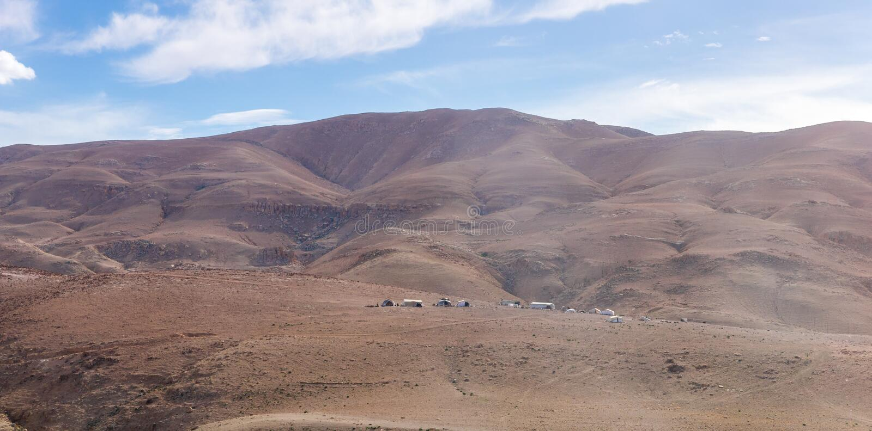 Kilka Beduińscy namioty w pustyni blisko kapitału Jordania, Amman - obrazy royalty free