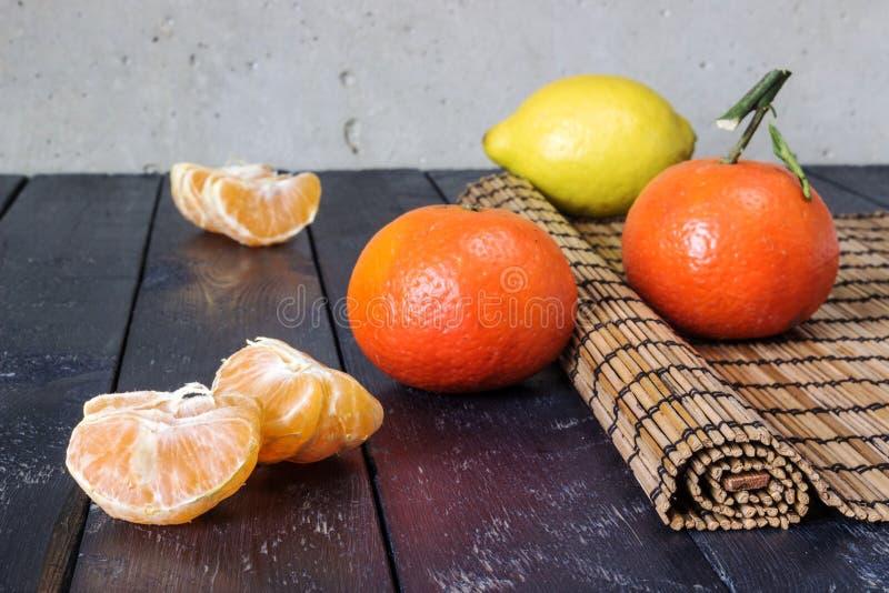 Kilka cytryny i tangerines obraz royalty free