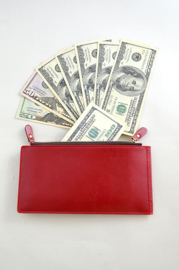 Kilka dolarowi rachunki w czerwonej kiesie zdjęcie stock