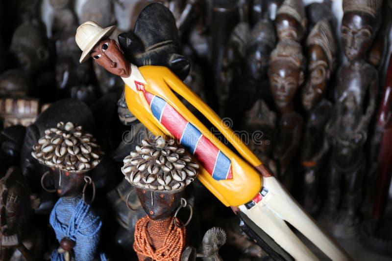 Kilka drewniane statuy od z kości słoniowej wybrzeża obrazy stock