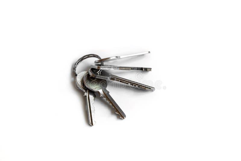 Kilka klucze na białym odosobnionym tle klucze mieszkanie zdjęcie stock