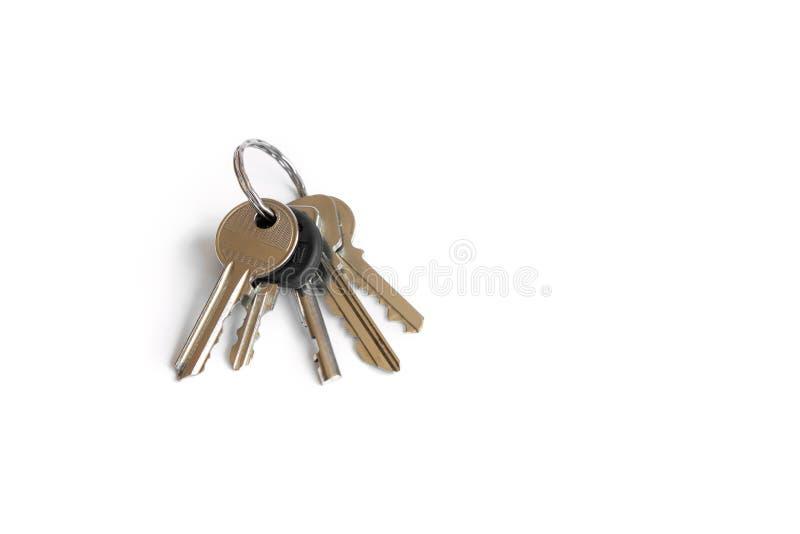 Kilka klucze na bia?ym odosobnionym tle klucze mieszkanie fotografia stock