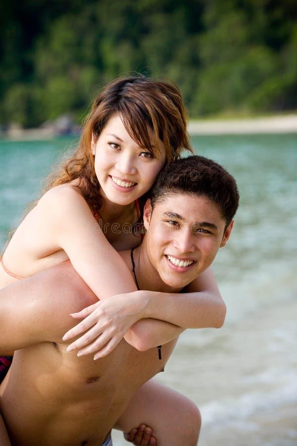 kilka plażowej szczęśliwe młode zdjęcie royalty free