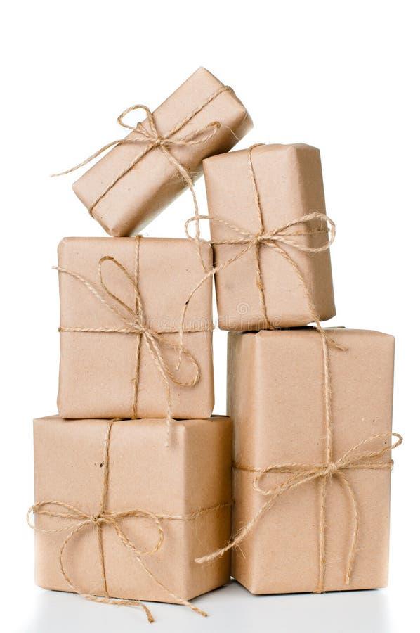 Kilka prezentów pudełka, pocztowi pakuneczki zdjęcie stock